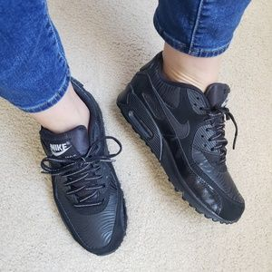 Nike Air Max 90 BLACKOUT 5Y Womens 7 Sneakers